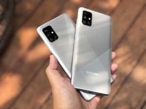 Samsung Galaxy A71 hadir dengan layar Super AMOLED Plus, sementara Samsung Galaxy A51 hadir dengan layar Super AMOLED. (Foto: Birgitta Ajeng/Uzone.id)