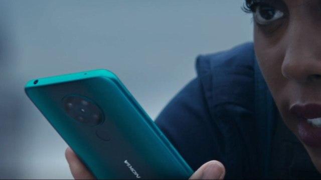 Nokia-5.3-Bond-girl