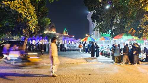 Suasana malam takbiran, Rabu (12/5), di Masjid Al Habib Hasan bin Ja'far Assegaf, Cibinong, Bogor. (Foto: Uzone.id/Birgitta Ajeng)