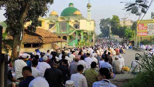 Shalat Idul Fitri di Masjid Jami Jihadul Akbar, Cibinong, Bogor. (Foto: Uzone.id/Birgitta Ajeng)