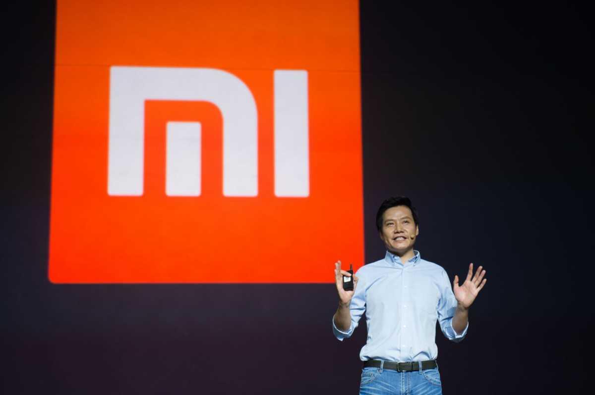 CEO Xiaomi Terciduk Pakai iPhone