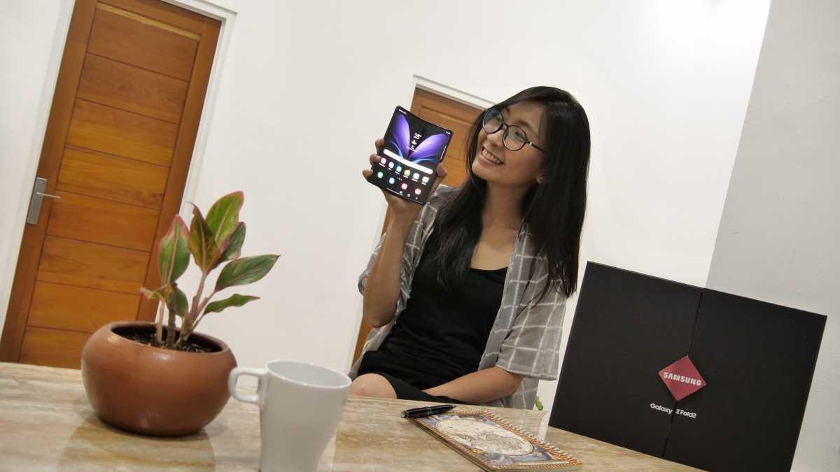 VIDEO: Jajal Galaxy Z Fold 2, Layak Dibilang Rajanya Ponsel Lipat?