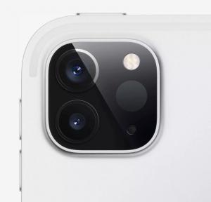 Daya tarik lainnya terletak di kamera yang meminjam desain dari iPhone 11. Dua lensa di bagian belakang ini berkemampuan wide dan ultra-wide. (dok. Apple)