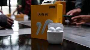 Realme Buds Air dilengkapi dengan teknologi dual mikrofon ENC (Environment Noise Cancelling) untuk mengidentifikasi setiap kata dan menyaring semua suara bising di latar belakang secara cerdas.