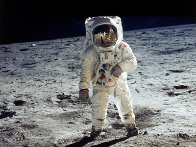 Buzz Aldrin Ngompol di Bulan dan 4 Cerita Unik Lain tentang Apollo 11