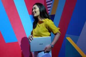Kalau menurut Asus, laptop ini akan memudahkan mobilitas anak-anak muda, karena ukuran panjangnya hanya 32cm, lebar 21cm, ketebalan 1,9cm, dan bobotnya 1,5kg.