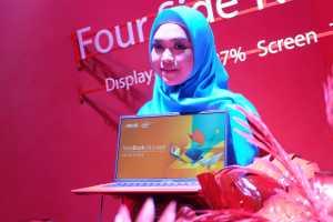 Pasti kenal dengan wajah perempuan satu ini 'kan? Ria Ricis yang didapuk sebagai brand ambassador laptop ini mengaku suka banget dengan kepraktisannya karena ringan dan tipis.