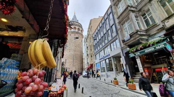 Laporan dari Istanbul: Melihat Benua Asia dan Eropa di Menara Galata dengan Galaxy S10