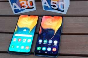 Galaxy A30 dan A50 sama-sama punya layar 6,4 inci Full HD+ Super Amoled Infinity-U alias notch mungil di bagian atasnya untuk menampung kamera depan.