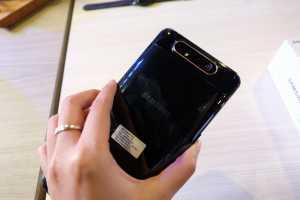 Pada dasarnya, Galaxy A80 punya tiga kamera, masing-masing resolusinya 48MP, 8MP wide-angle, dan ToF.