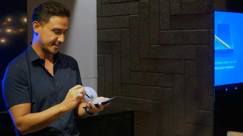 Laporan dari New York: Raisa Pakai Oppo Find X, Hamish Daud Pilih Galaxy Note 9