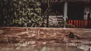 Memoret tetesan air hujan butuh kemampuan fokus yang tinggi. Untuk kamera profesinal mungkin bukan masalah, tapi Galaxy 20 Ultra membuktikan itu bisa juga dilakukan di ponsel.