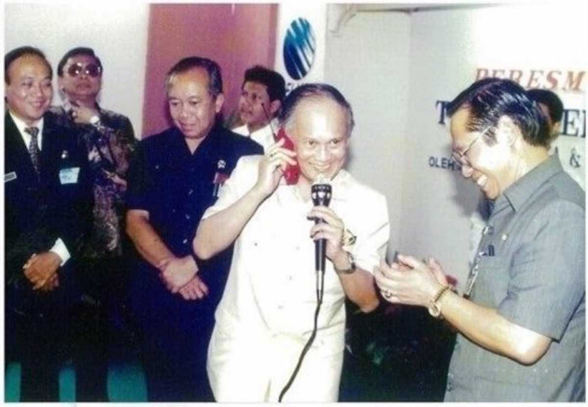 BJ Habibie Sang <i>Founding Fathers</i> Telkomsel