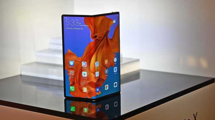 Akhirnya Ponsel Lipat Huawei Diluncurkan, Gak Pakai Android?