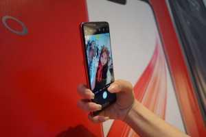 Kamera depan Oppo F7 menjadi unggulan utama, yakni mengusung resolusi 25 MP. (Hani Nur Fajrina/uzone.id)