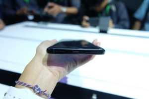 Oppo Reno 10x Zoom mengusung baterai 4.065 mAh dan masih didukung audio jack 3,5mm.