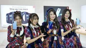 Demi menambah daya tarik, Xiaomi mengajak beberapa anggota JKT48 untuk mencoba kedua ponsel ini. Kalau kamu tertarik gak?