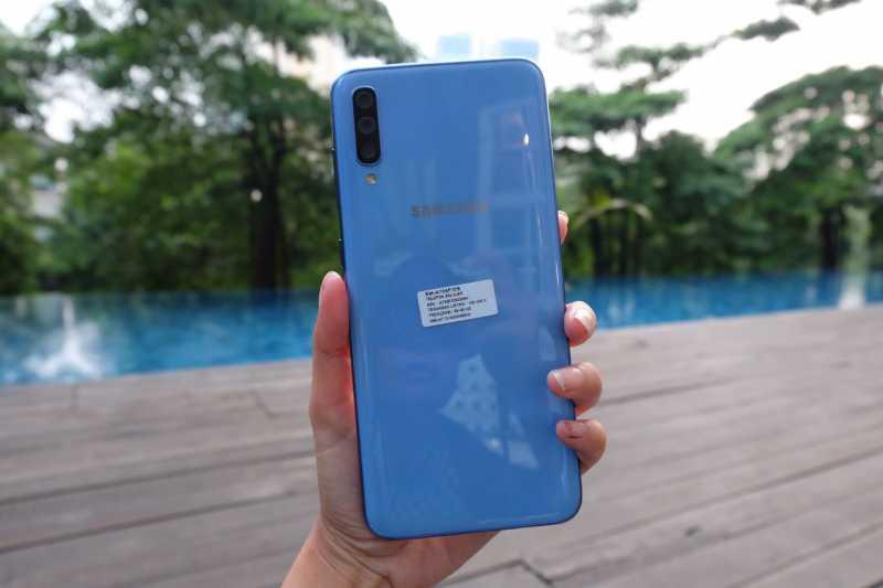 FOTO: Lebih Dekat dengan Galaxy A70, Ponsel Layar Jumbo 3 Kamera
