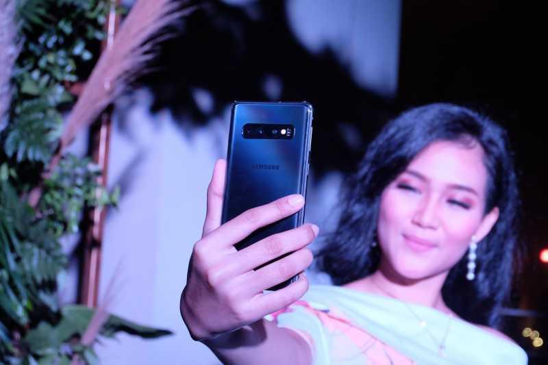 Perlu <i>Gak</i> sih <i>Upgrade</i> Ponsel Jadi Galaxy S10?