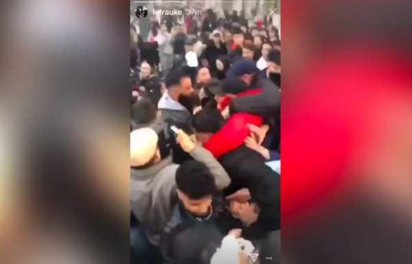 Dua YouTuber Berseteru, Para <i>Subscriber</i> Tawuran Massal di Jalan