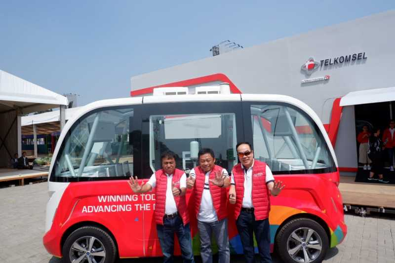 Melihat Lebih Dekat Bus Tanpa Sopir Telkomsel untuk Asian Games
