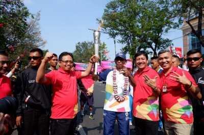 Riuh Pawai Obor Asian Games di Solo, Rame Banget!