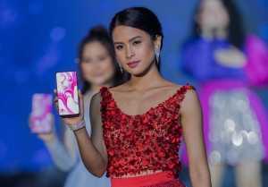 Dengan kamera pop-up juga membuat layar di ponsel ini sangat lega. (Foto: Hani-Uzone.id)