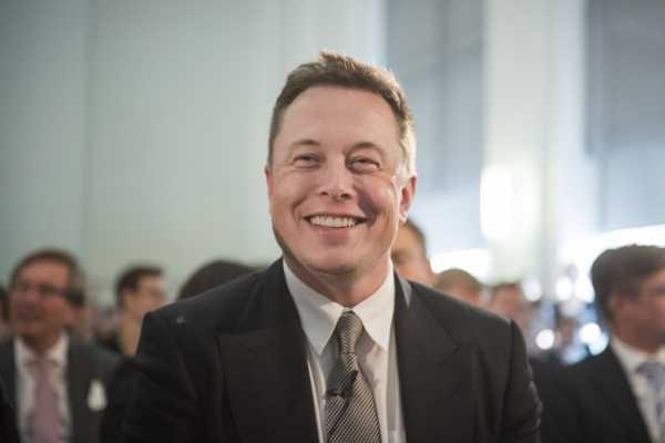 Ketika Elon Musk Gak Bisa Bedain Mars dan Bulan