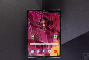 Galaxy Fold aja Belum Tahu Kapan Dijual, Udah Ada Ponsel Lipat Pakai Stylus