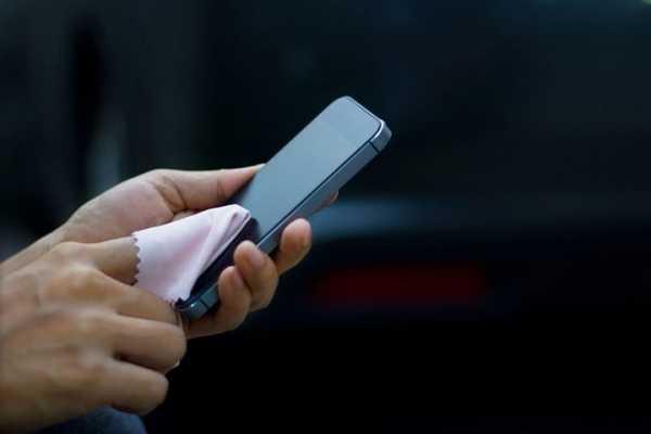 Jangan Bersihkan Layar Ponsel Pakai 6 Barang ini