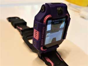 Front and Rear Camera with Flip-Struktur. Flip Mode menawarkan pengalaman baru untuk anak dan orangtua. Selfie atau foto bersama jadi lebih menyenangkan.