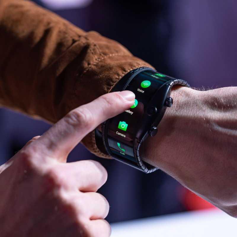 MWC 2019: Nubia Pamer..Bukan Ponsel <i>Sih</i>, tapi Smartwatch Lipat