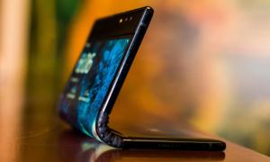 CES 2019: Ini Wujud Ponsel Layar Lipat Pertama di Dunia