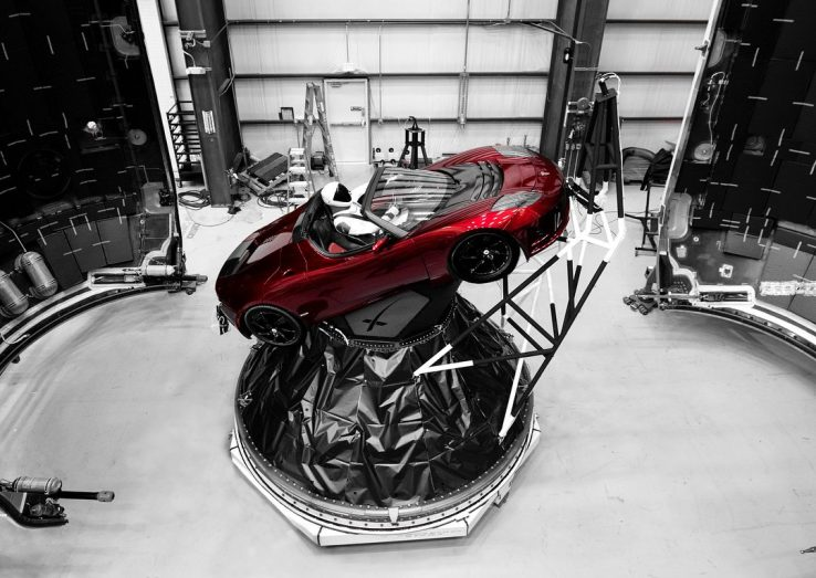 Roket SpaceX Terbaru Mau Terbangkan Tesla ke Mars