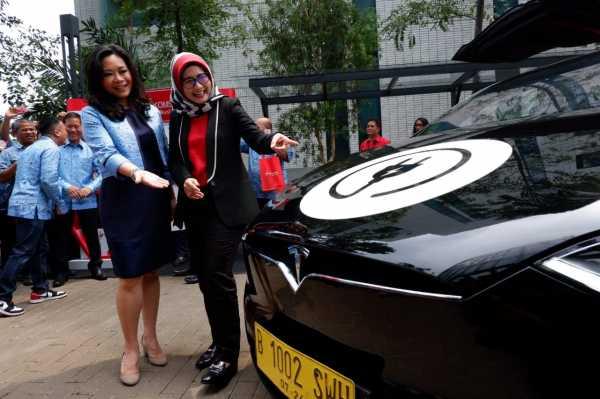 Telkomsel Bekali Bluebird dengan IoT Agar Taksi Makin Digital