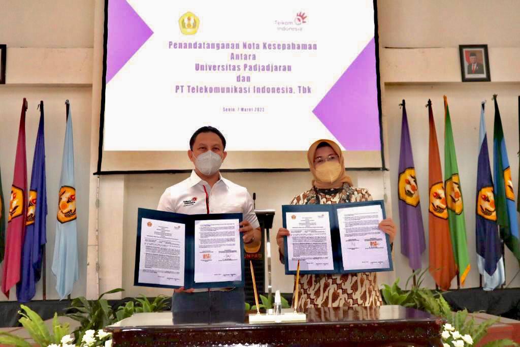 Yeay! Gugus Tugas Covid-19 Dapat Bantuan Robot Disinfeksi dari Telkom