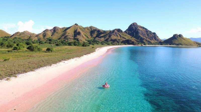 Wow, Indonesia Punya Dua Pantai <i>Pink</i> Terindah di Dunia