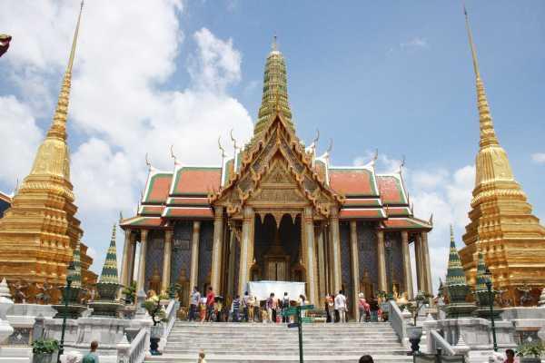 Melancong ke Thailand Wajib Beli Asuransi Perjalanan?