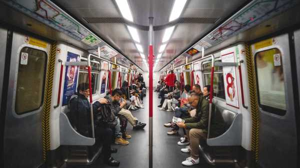 Belajar dari Masyarakat Luar Negeri, Ini Etika Naik MRT di Jakarta