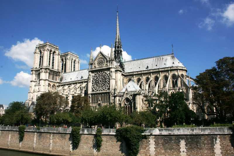 Kebakaran, <i>Gimana</i> Nasib Benda Bersejarah di Katedral Notre Dame?