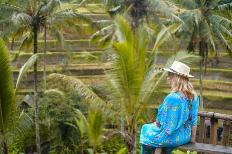<i>Gak</i> Cuma Jadi Gembel, Ada Turis Rusia Menyamar Pemandu Wisata di Bali