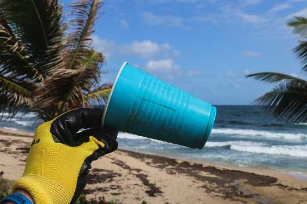 Miris, 33 Ribu Ton Sampah Plastik dari Bali 'Mengalir' ke Laut
