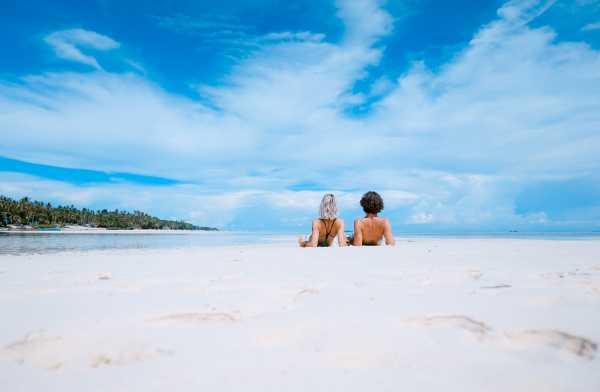 Kenapa Liburan ke Pantai Bikin Bahagia?