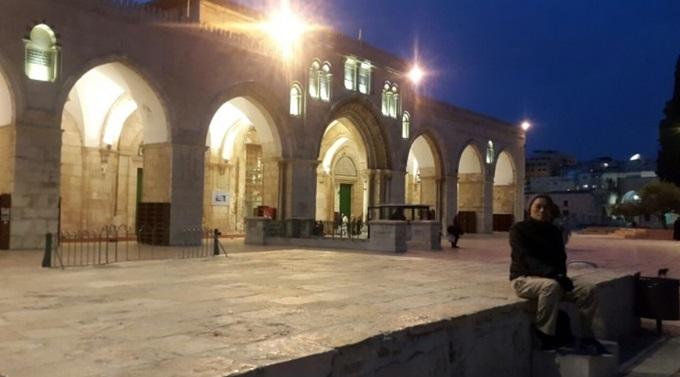 Suasana Sholat Subuh di Masjid Al Aqsa