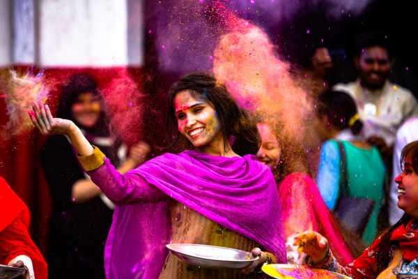 Mengenal Festival Holi di India