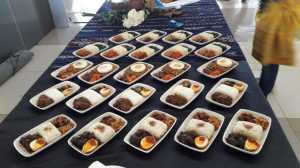 Garuda Indonesia Suguhkan Nasi Padang di Pesawat