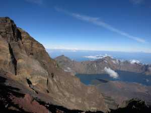 Demi Wisata Halal, Tenda Cewek-Cowok Akan Dipisah di Gunung Rinjani?