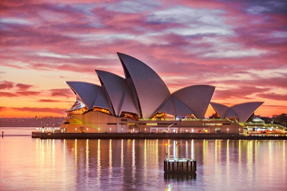 Ada Promo Liburan ke Australia Bareng Lucinta Luna, Netizen: Gue Bayar Mahal, Asal <i>Gak</i> Sama Dia