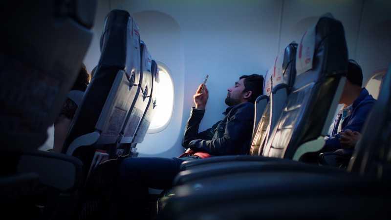 Agar Badan Tetap Segar, Meski Terjebak di Pesawat Seharian