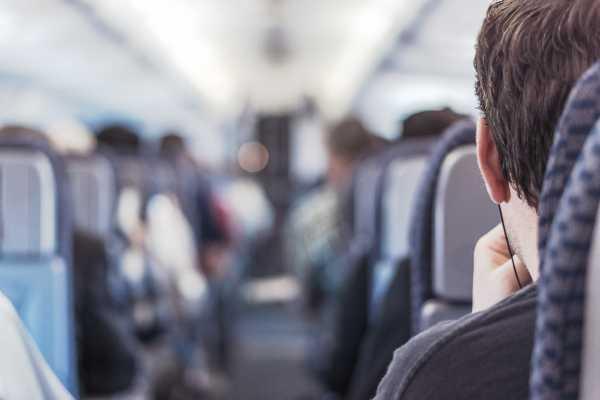 Kenapa Dilarang Tidur Saat Pesawat Lepas Landas atau Mendarat?